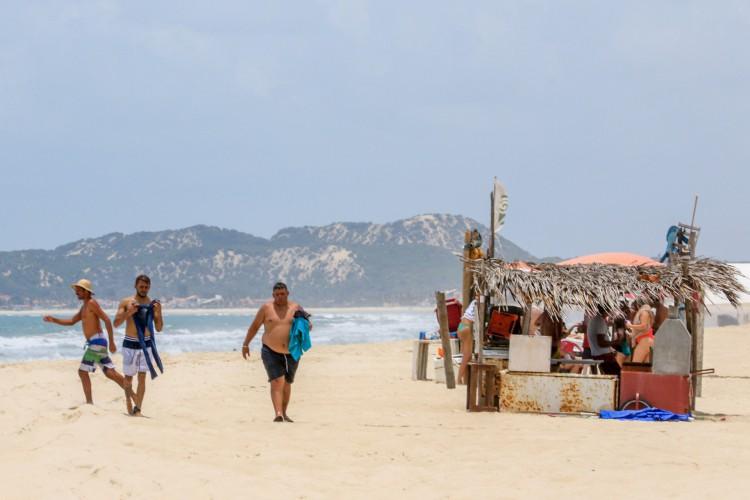 As praias tem registrado aglomerações de forma recorrente. (Foto: Barbara Moira)
