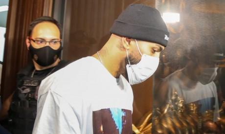 Gabigol estava em cassino clandestino encerrado pela Polícia Civil