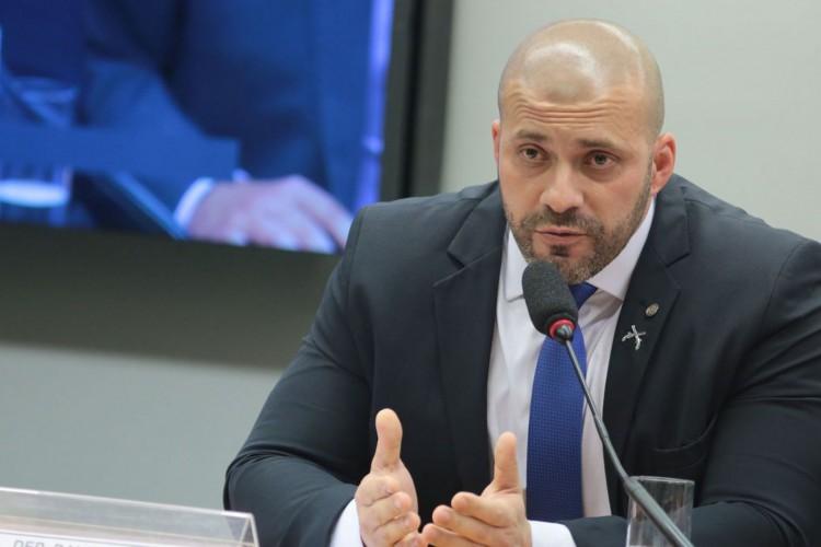O deputado Daniel Silveira está em prisão domiciliar após ser detido por promover ataques contra ministros do STF (Foto: Plínio Xavier/Câmara dos Deputados)