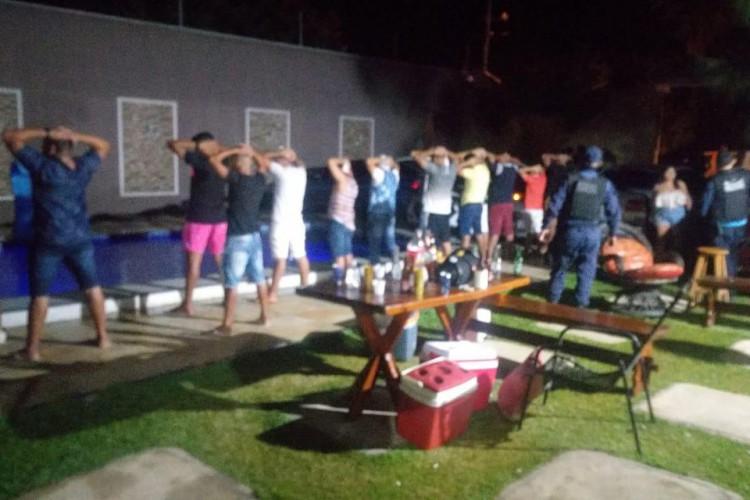 A aglomeração em Pacatuba, em pleno lockdown no Ceará, foi realizada em um sítio do município (Foto: PMCE / Reprodução)