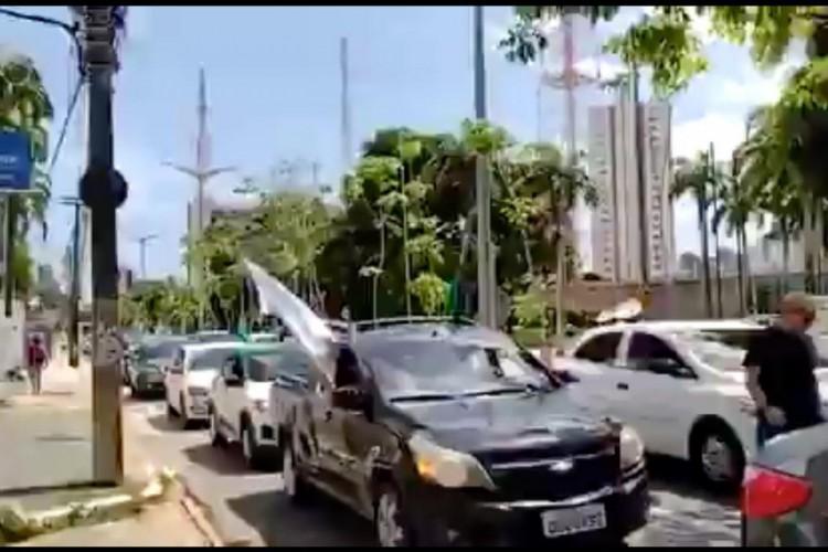 Carreata em Fortaleza protesta contra as medidas de lockdown no Ceará (Foto: Reprodução/ Twitter)