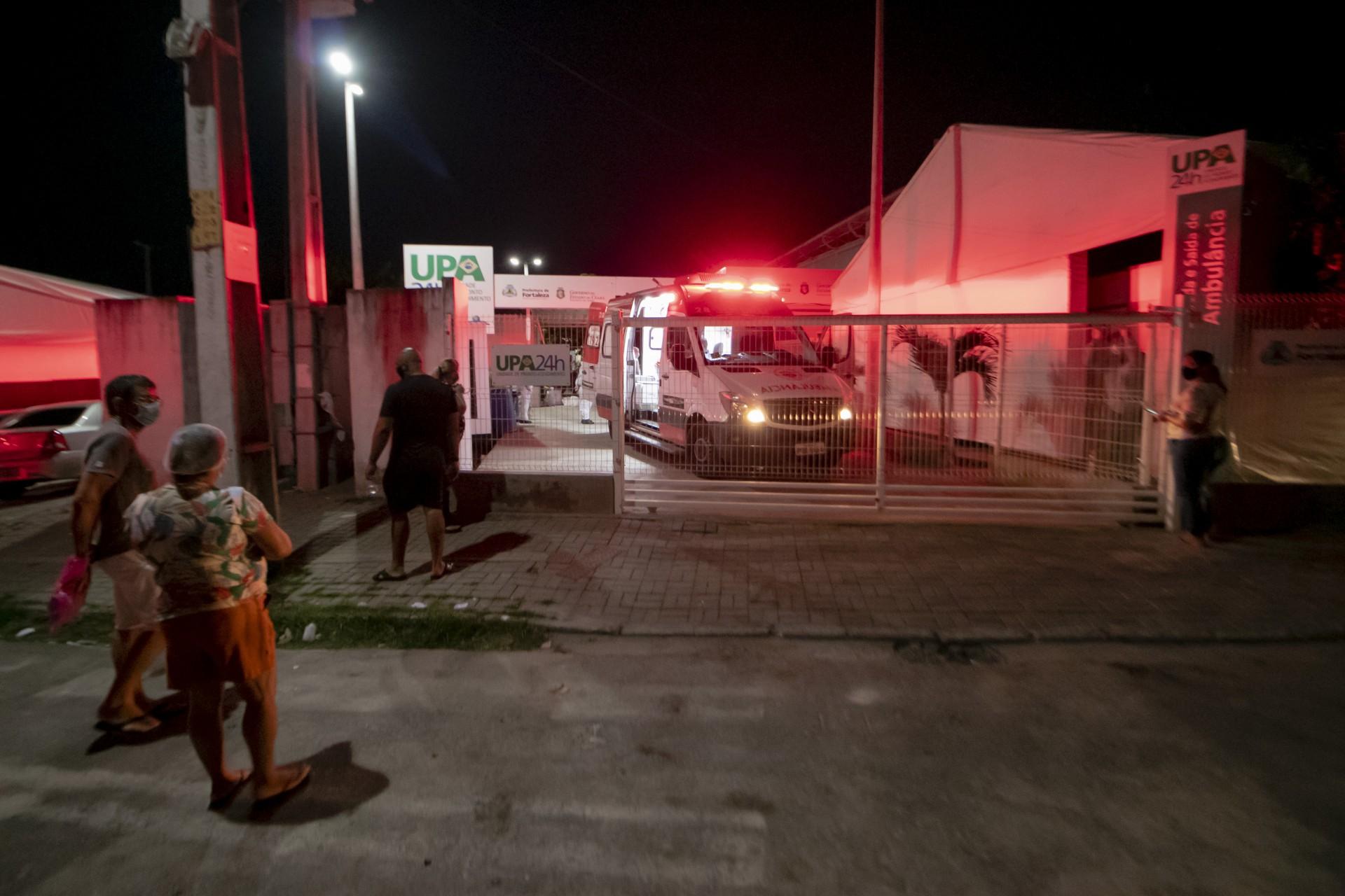 UPA do Edson de Queiroz com grande movimentação de entrada e saída de ambulâncias