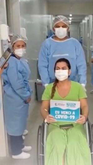 Cleonice Caldas recebeu alta nesta segunda-feira, 15, após passar seis dias internada com Covid-19 no hospital municipal de Maranguape (Foto: Reprodução/Instagram)