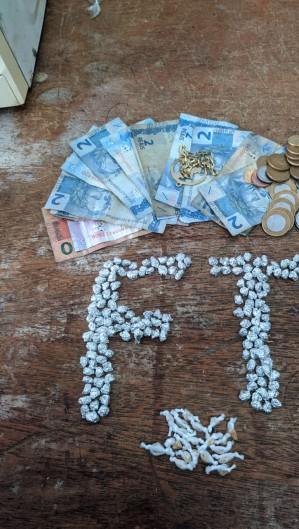 Polícia apreendeu 175 pedras de crack e dinheiro trocado em Sobral (Foto: Foto: SSPDS)
