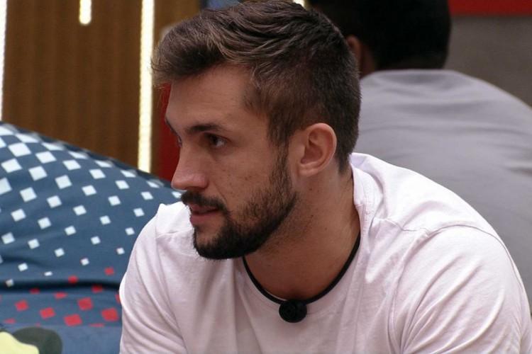Arthur estava inconformado com a decisão de Fiuk (Foto: Reprodução Rede Globo)
