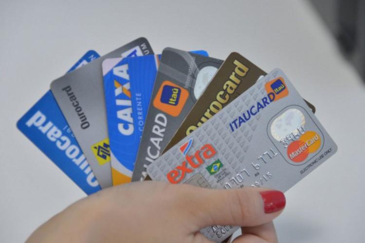 Contribuinte pode pagar taxas federais com cartão de crédito (Foto: )