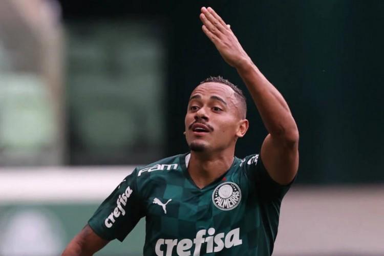 Rafael Elias, antigamente chamado de Papagaio, marcou o seu primeiro gol depois que retornou da suspensão por doping e o último da vitória do Palmeiras (Foto: César Greco / Divulgação Palmeiras)