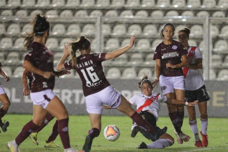 Zagueira-artilheira leva Ferroviária à semi da Libertadores Feminina (Foto: )