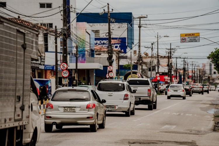 Bairro do Montese. Movimentação da cidade no lockdown nesta segunda feira.  (Foto: JÚLIO CAESAR)