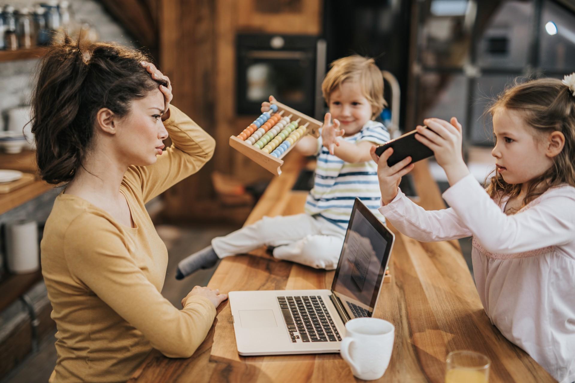 A sobrecarga de trabalho, associada a uma enorme responsabilidade e autocobrança são os principais fatores de adoecimento desse público