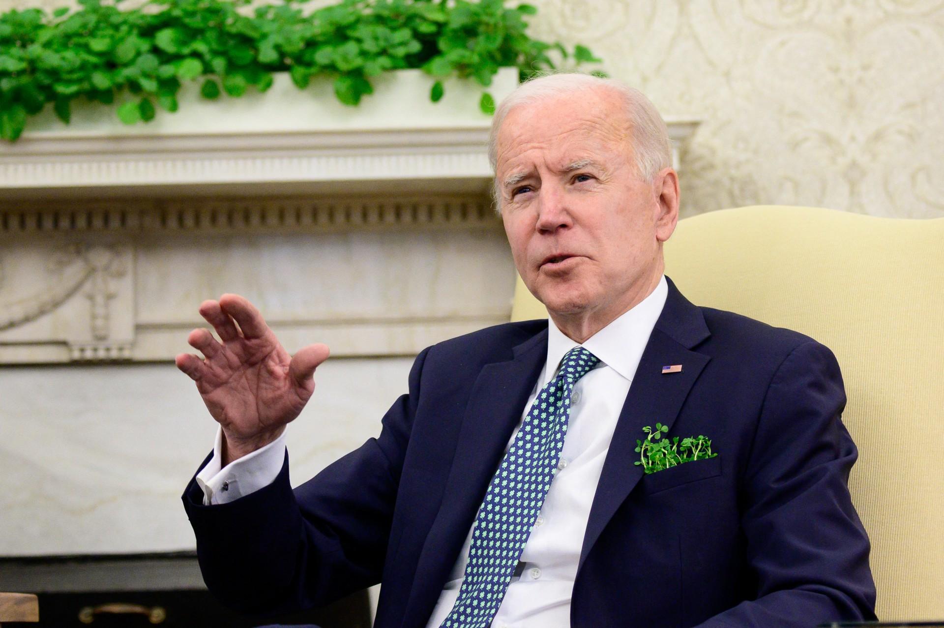 O presidente dos EUA Joe Biden fala durante uma reunião virtual