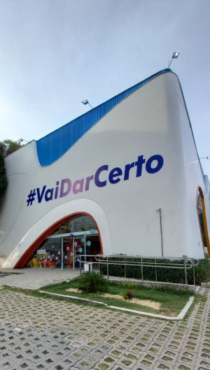 Mundo Pet foi uma das primeiras empresas de Fortaleza a colocar a hachtag #VaiDarCerto na fachada das lojas (Foto: Arquivo pessoal/Divulgação)