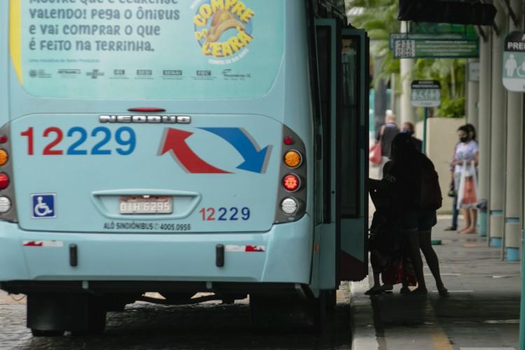 Desde de 2019 sem sofrer alteração, o preço da tarifa de ônibus em Fortaleza deve seguir no valor de R$ 3,60 e a meia estudantil, em R$ 1,60. (Foto: Aurelio Alves)