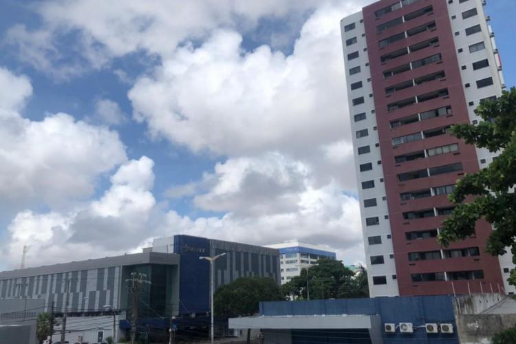 Em Fortaleza, a tendência é de chuvas isoladas nesta sexta-feira, 18 de março – data em que é celebrado o dia de São José, santo católico considerado o padroeiro do Ceará (Foto: Wanderson Trindade / O POVO)