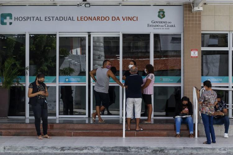Em todo Ceará, 220 pessoas aguardam para serem transferidas a leitos.  (Foto: Thais Mesquita)
