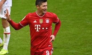 Lewandowski faz três e Gnabry contribui com mais um na vitória do Bayern por 4 a 0 contra o Stuttgart