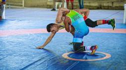 Marcos Siqueira lutando contra o adversário tentando a vaga na Pan Americano