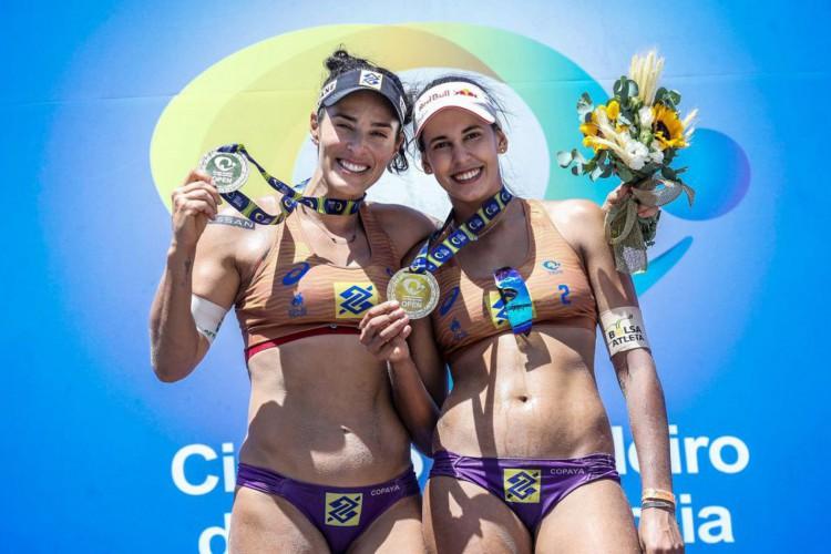 Ágatha e Duda são as campeãs da temporada 20/21 do vôlei de praia (Foto: )