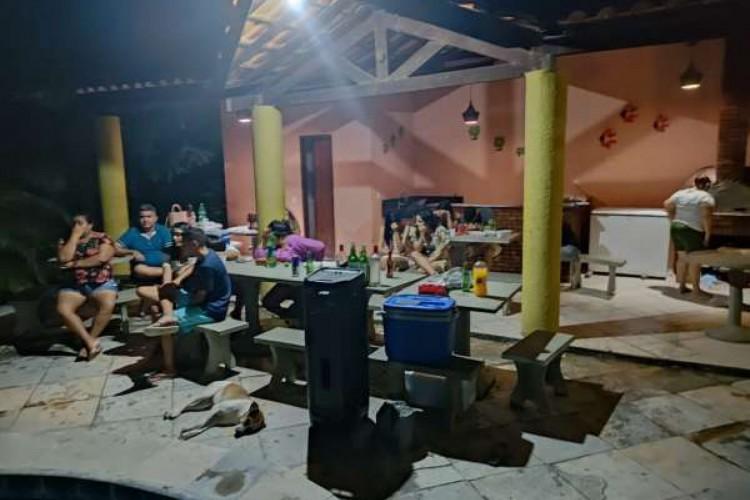 Festa Clandestina em Guaiúba tinha aglomeração e consumo de bebidas alcoólicas (Foto: Foto: Divulgação/SSPDS/CE)