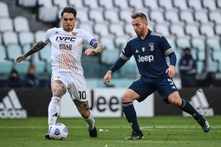 Arthur acabou falhando no lance determinante para dar a vitória ao Benevento por 1 a 0 contra a Juventus (Foto: Marco Bertorello / AFP)