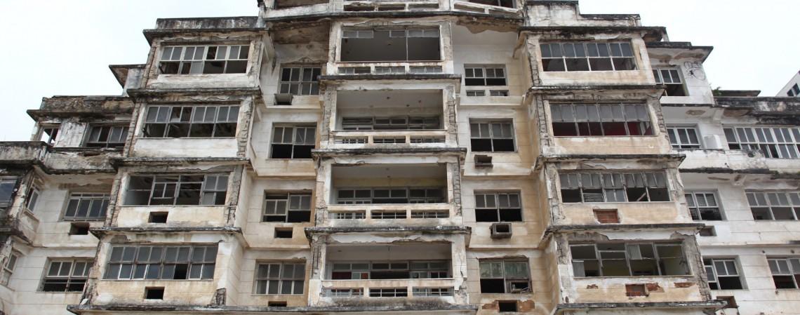 Edifício São Pedro, sem segurança, é saqueado (Foto: FABIO LIMA)