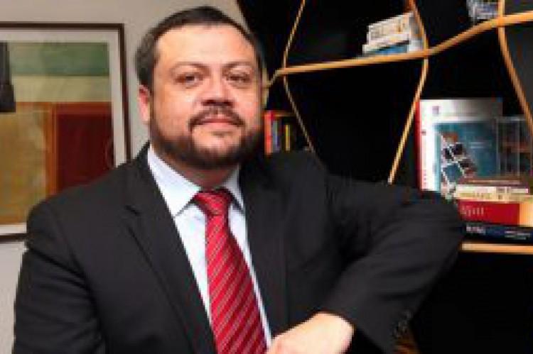 Sergio Mena Barreto, presidente da Abrafarma(Foto: DIVULGAÇÃO)