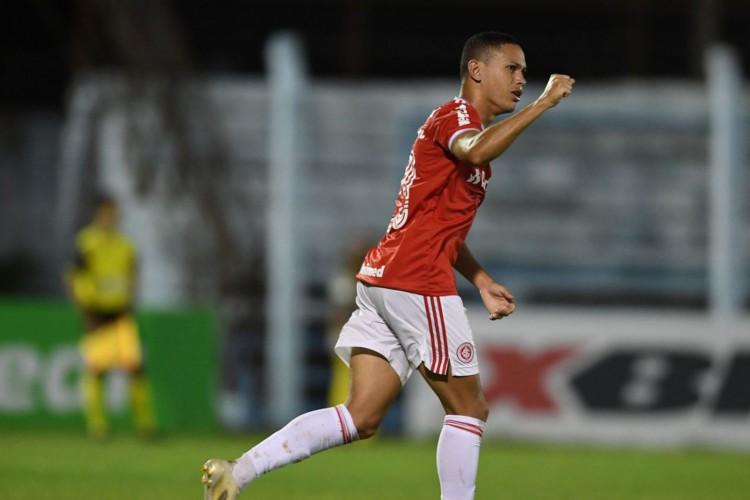 Internacional vira líder do Gaúcho com vitória sobre Novo Hamburgo (Foto: )