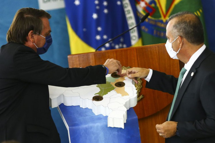 O presidente Jair Bolsonaro e o ministro do Desenvolvimento Regional, Rogério Marinho, durante cerimônia para o  anúncio de investimentos para o Programa  (Foto: Marcelo Camargo/Agência Brasil)
