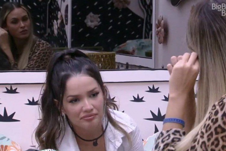 Sarah e Juliette conversaram após a formação de paredão  (Foto: Reprodução/GloboPlay)