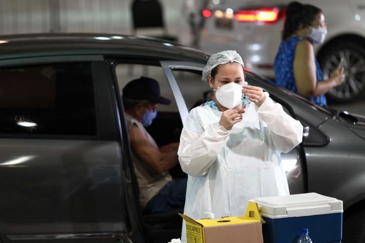 CENTRO DE EVENTOS foi base para vacinação de idosos de 74 anos que começou ontem (Foto: FABIO LIMA)