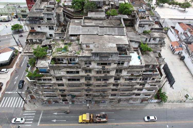Prédio foi saqueado. Sócio do Edifício São Pedro revela ameaça de morte contra funcionários (Foto: FABIO LIMA)