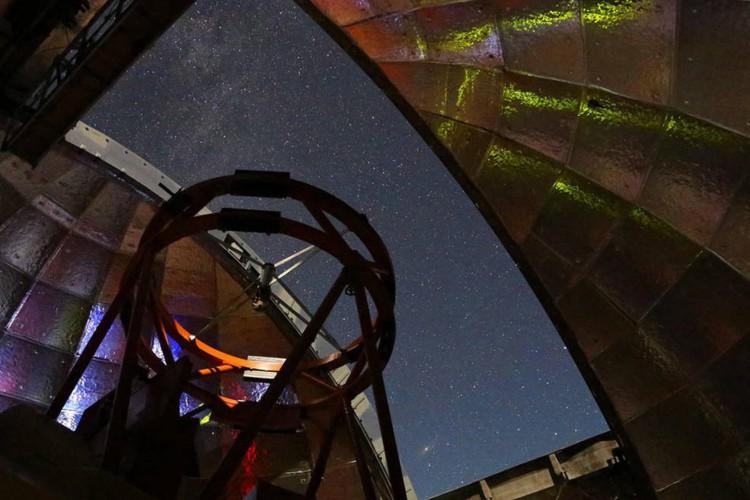 O telescópio de 3,2 metros no topo do Mauna Kea do Havaí foi usado para medir o espectro infravermelho do asteróide 2001 FO32 (Foto: UH/IfA/NASA)
