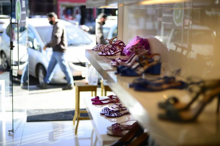 GDF libera funcionamento de lojas de roupas e sapatos (Foto: Marcello Casal JrAgência Brasil)
