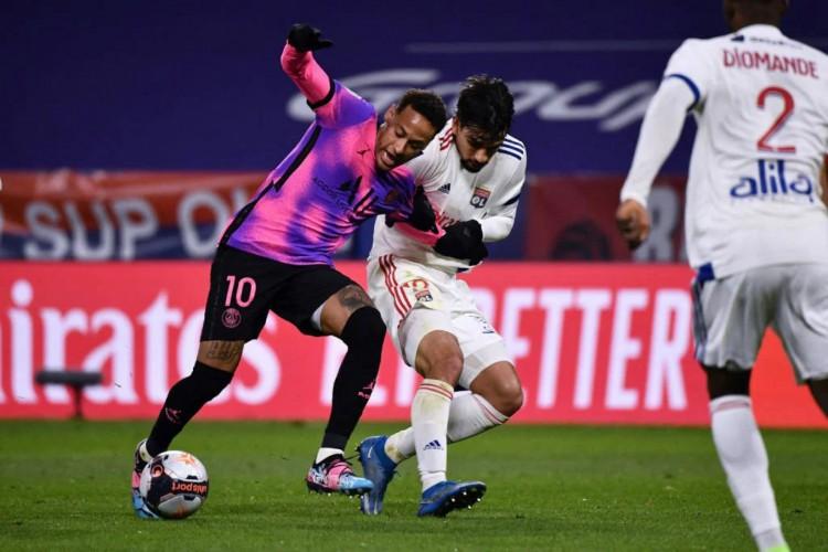 Neymar retornou e PSG venceu o rival Lyon por 4 a 2 (Foto: Jeff Pachoud / AFP)