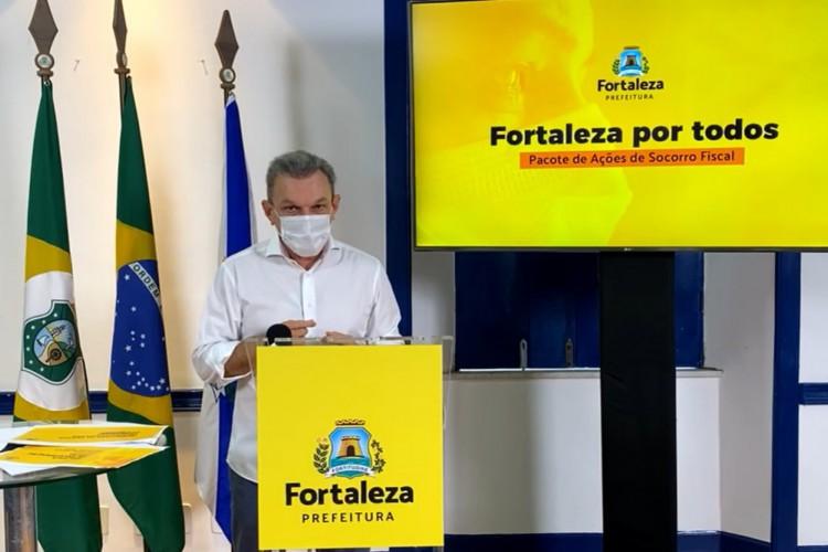 Prefeito José Sarto lança pacote de socorro fiscal para amenizar efeitos da pandemia em transmissão nas redes socais (Foto: Reprodução Facebook)