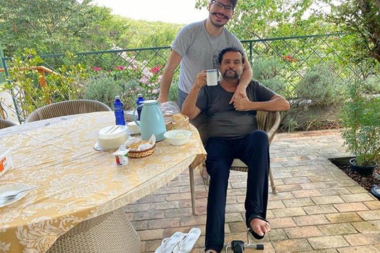 Após receber alta, Geraldo Luís celebra a cura da Covid em café da manhã com o filho (Foto: Reprodução/ Instagram)