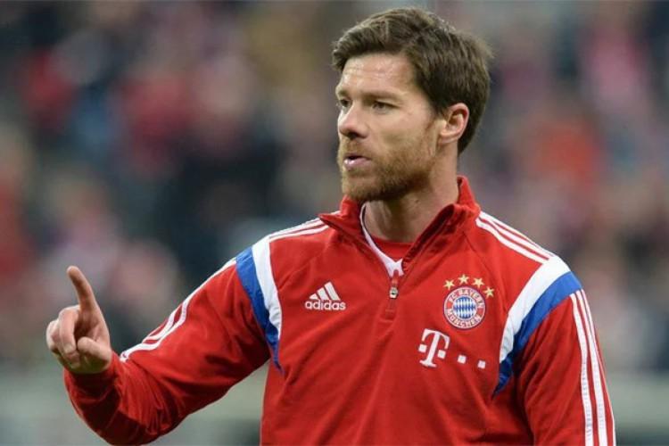 Na Alemanha, Xabi Alonso atuou como jogador pelo Bayern de Munique (Foto: AFP)
