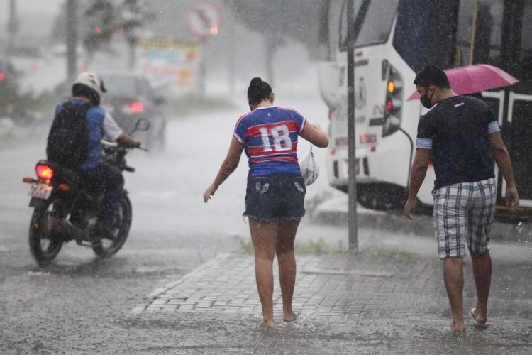 FORTALEZA,CE, BRASIL, 23.03.2021: Chuva forte caí em Fortaleza.  (Fotos: Fabio Lima/O POVO). (Foto: FABIO LIMA)