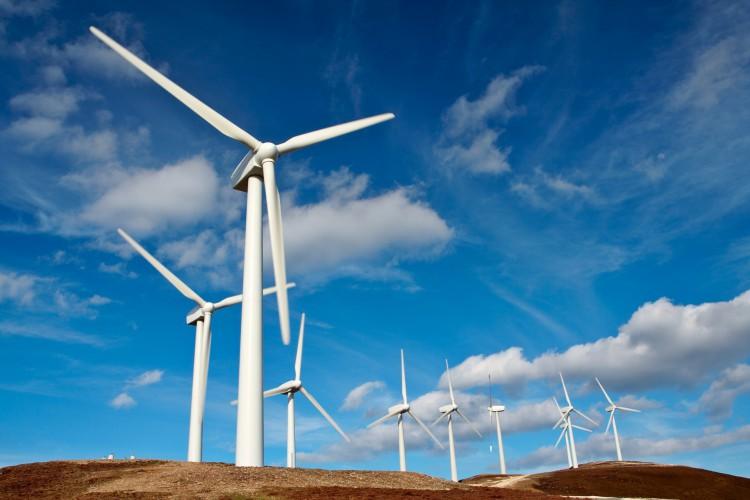 Até 2025, os projetos eólicos em execução no mundo devem adicionar mais 470 GW ao setor elétrico (Foto: Getty Images/iStockphoto)