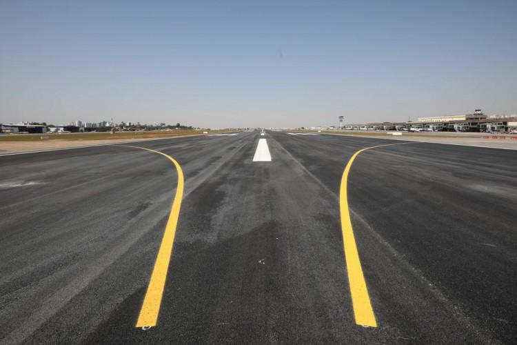 O presidente da República, Jair Bolsonaro, visita as obras de recuperação da pista principal do Aeroporto de Congonhas (Foto: Carolina Antunes/PR)