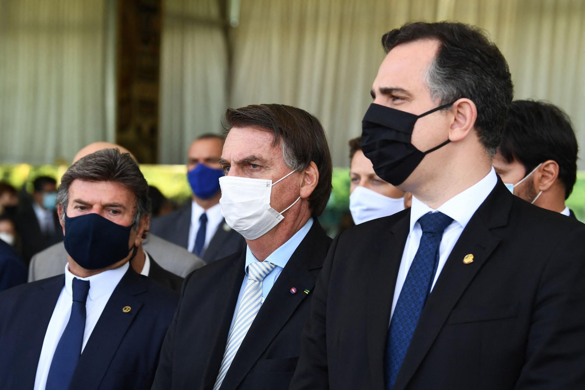 O presidente Jair Bolsonaro recebeu nomes como o presidente do STF, Luiz Fux, e o presidente do Senado Rodrigo Pacheco (Foto: EVARISTO SA / AFP)