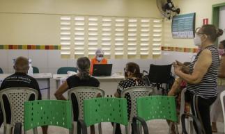 FORTALEZA, CE, BRASIL, 25.03.2021: Vacinação no Posto de saúde Guimar Arruda no Bairro Pirambu (Foto: Thais Mesquita/OPOVO)
