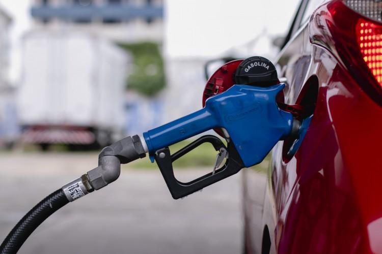 Preço da gasolina do Ceará não sofre alterações pela terceira semana consecutiva e mantem valor máximo de R$ 5,89. Já o preço do litro do álcool aumentou e chega a R$ 5 (Foto: Aurelio Alves)