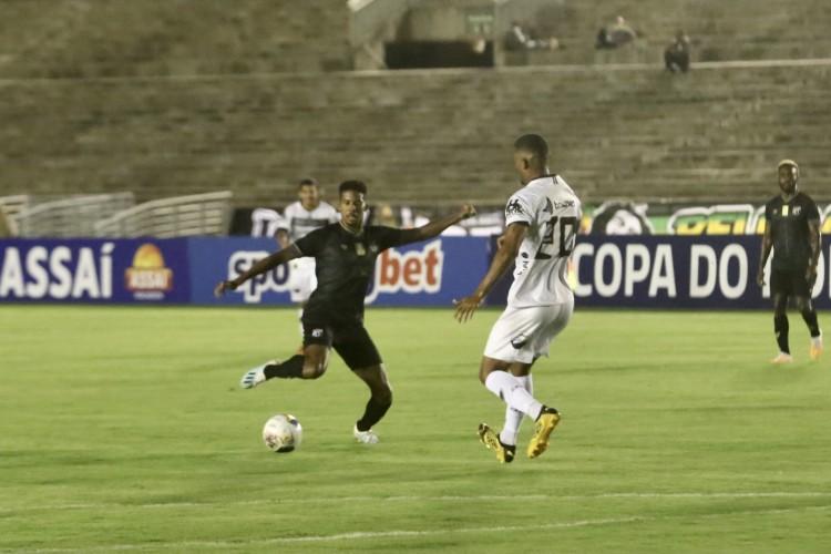 Volante Oliveira foi destaque do Ceará contra o Botafogo-PB (Foto: Israel Simonton / Ceará SC)