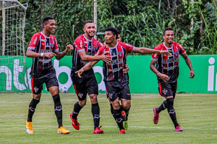 Jogadores do Ferroviário comemoram gol da vitória sobre o Porto Velho, a sétima consecutivo do time na temporada 2021 (Foto: Lenilson Santos/Ferroviário)