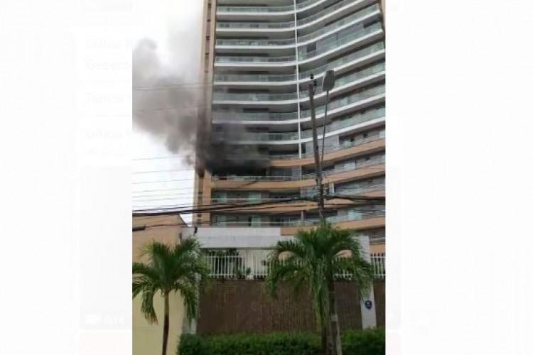 Incêndio começou na manhã desta quinta-feira, 25 (Foto: Reprodução)