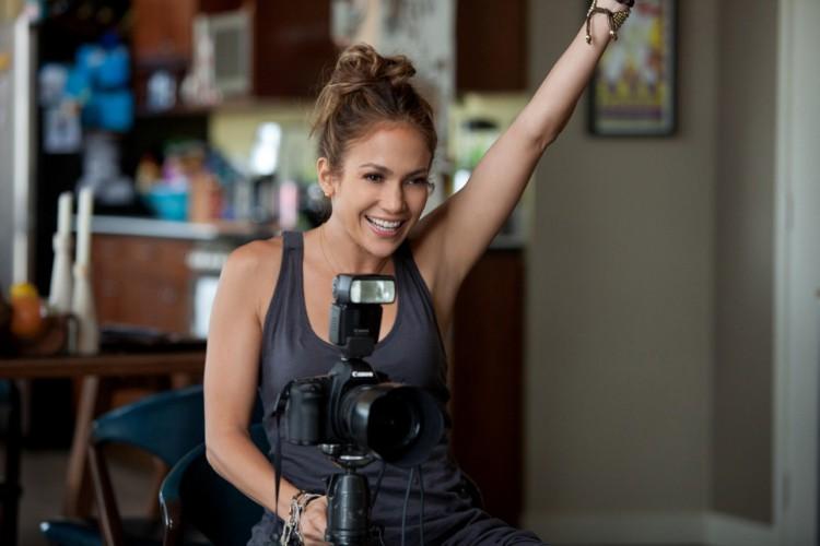 Jennifer Lopez é Holly, em 'O Que Esperar Quando Você Está Esperando', uma fotógrafa que sonha em adotar uma criança (Foto: Reprodução/Lionsgate)