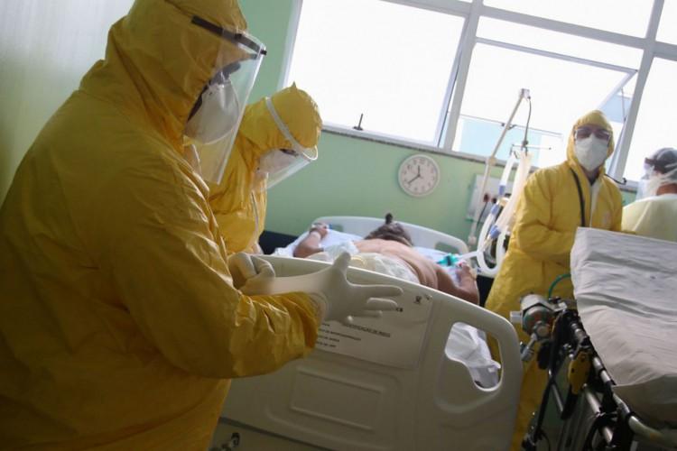 Brasil registra 15.650 novas mortes por covid-19 na última semana (Foto: )