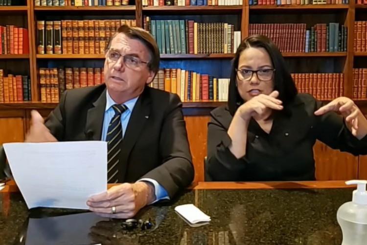 Presidente Jair Bolsonaro comenta sobre envio de cilindros de oxigêcio para o Ceará (Foto: Reprodução/Facebook)