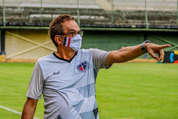 Francisco Diá, técnico do Ferroviário, tem se dedicado ao máximo a equipe da Barra (Foto: Lenilson Santos / Ferroviário)